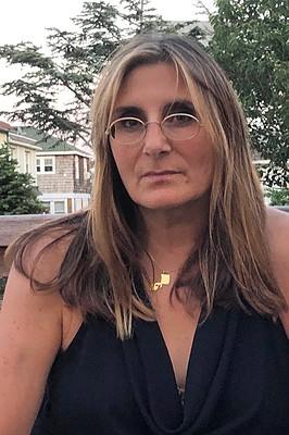 Karin Bravin headshot